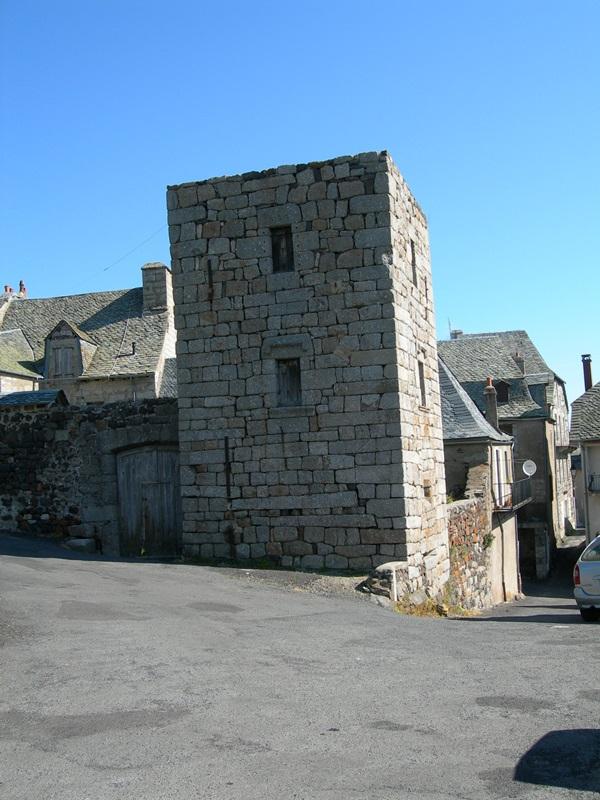 Saint-Urcize, beautiful heritage in Aubrac-8