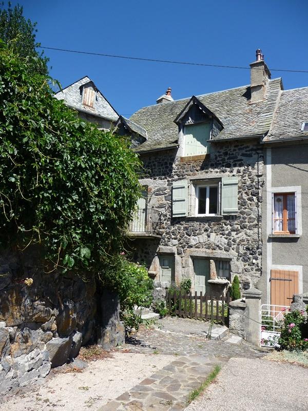 Saint-Urcize, beautiful heritage in Aubrac-9