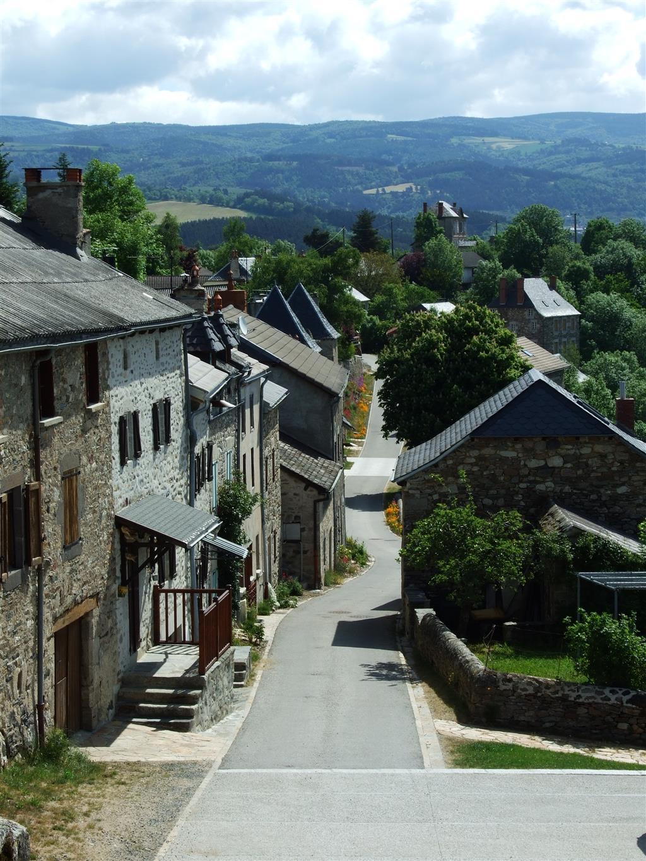 Village de Chaliers, dominant la Truyère-2