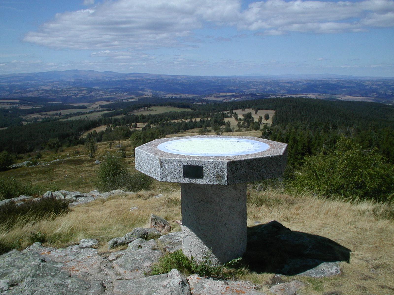 "Puy de la Tuile peak and ""apprenti botaniste"" discovery path-1"