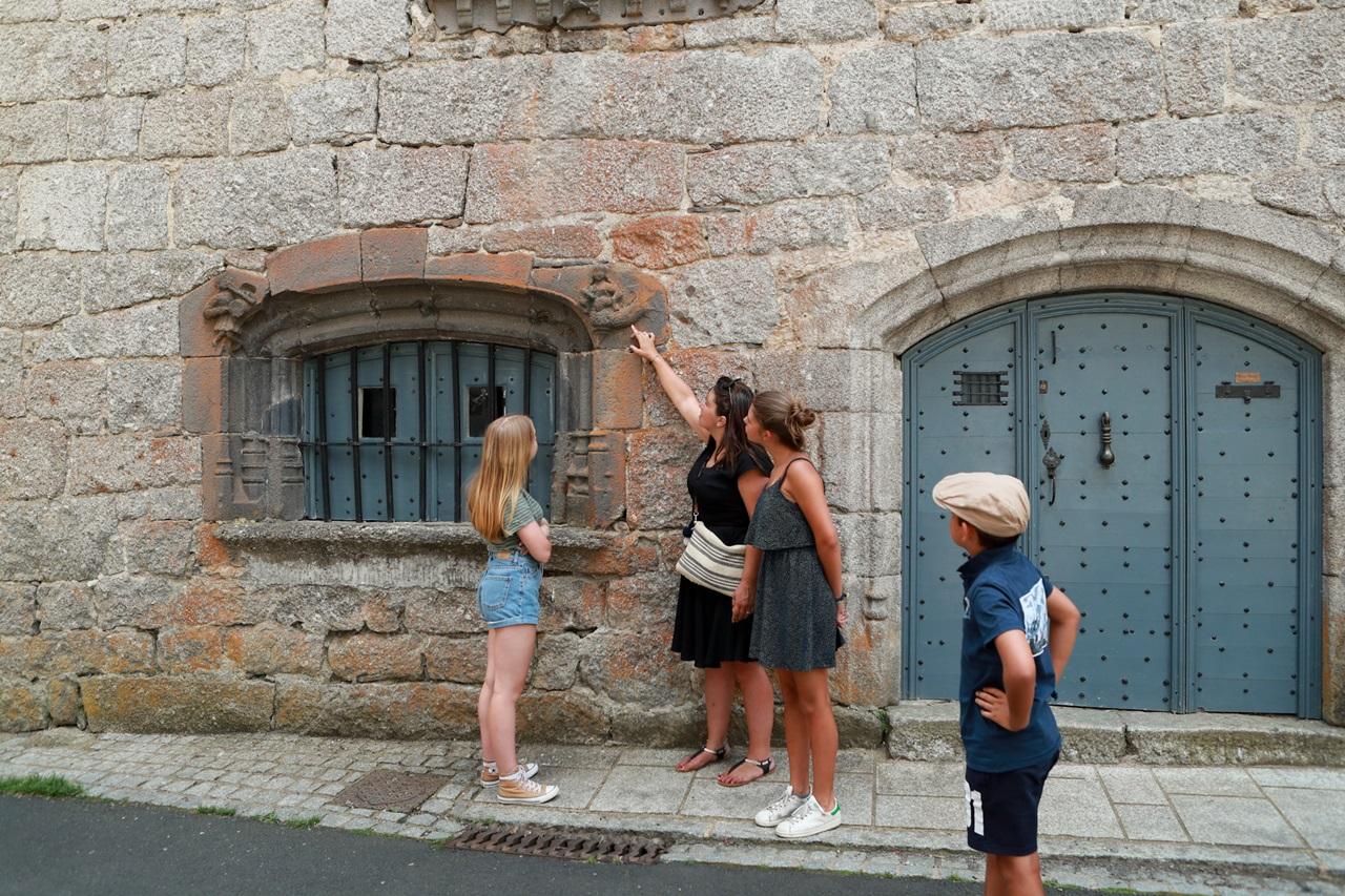 Saint-Urcize, beautiful heritage in Aubrac-4