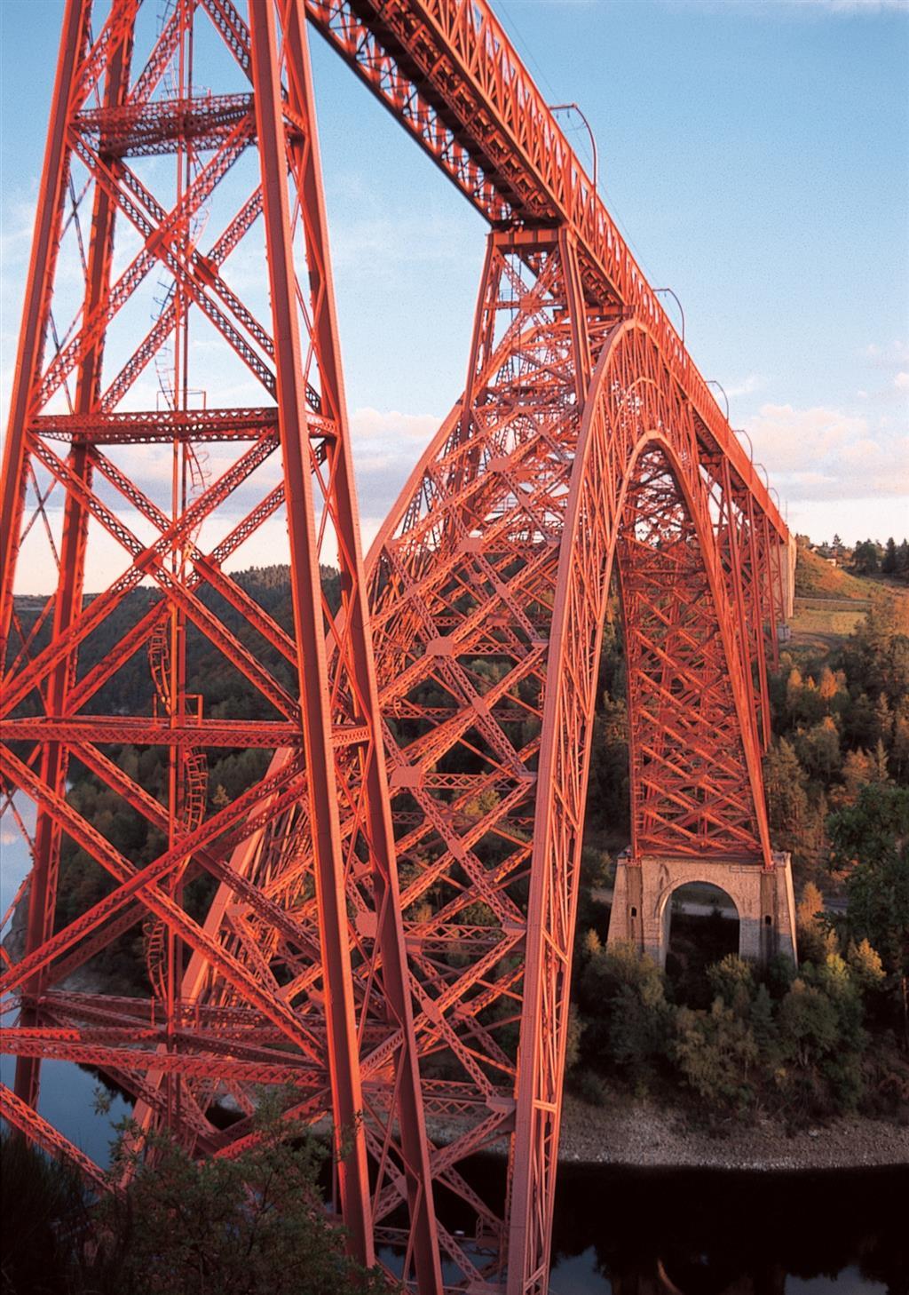 Het viaduct van Garabit, oeuvre van Eiffel-1