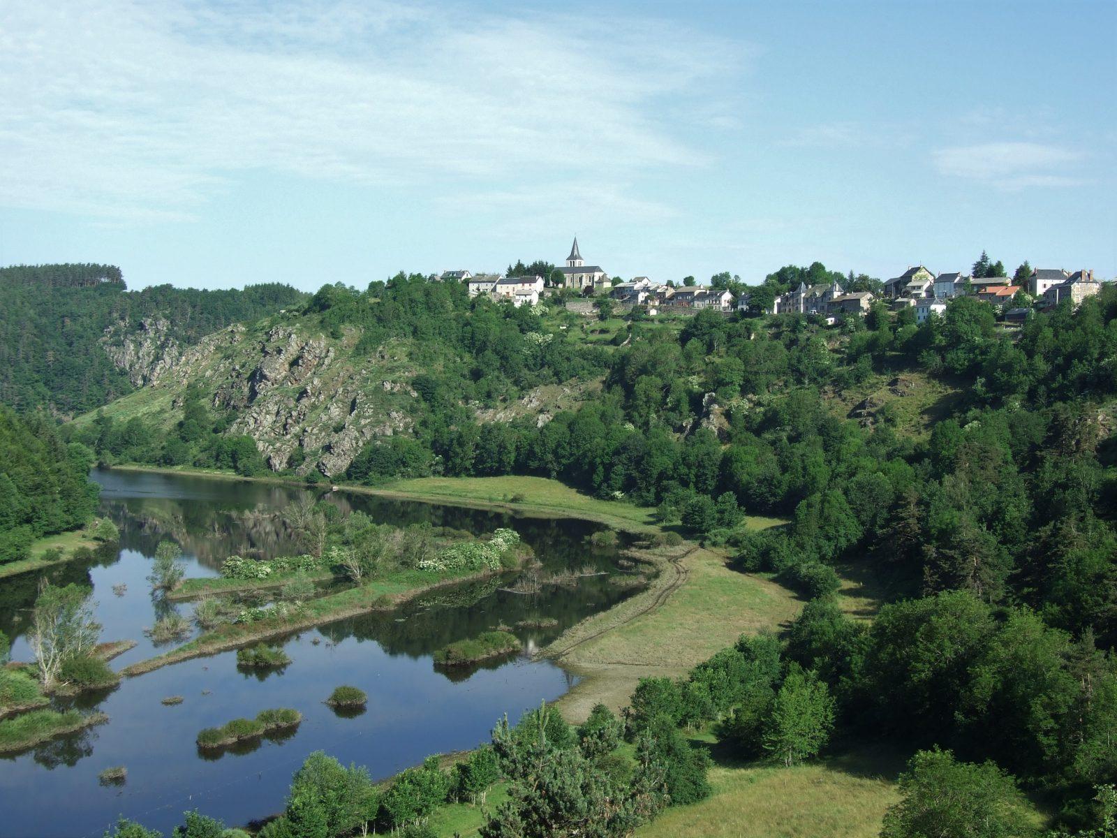Village de Chaliers, dominant la Truyère-1