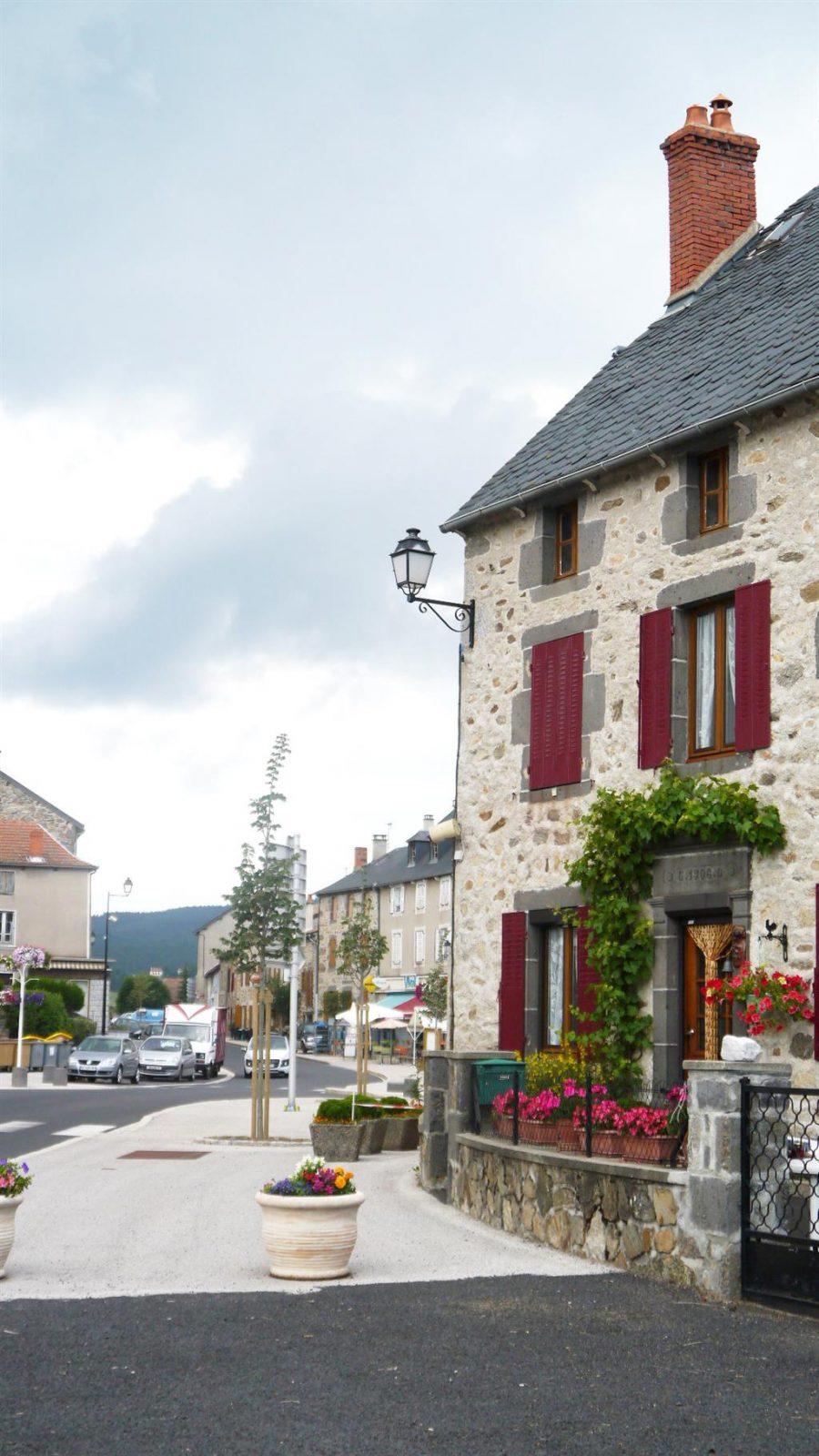 Village de Ruynes en Margeride-2