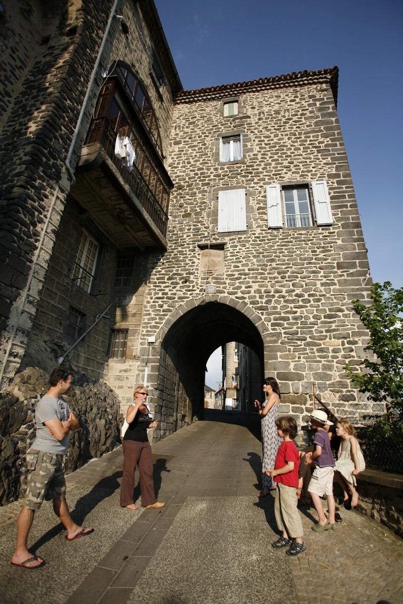 Les remparts de Saint-Flour-3