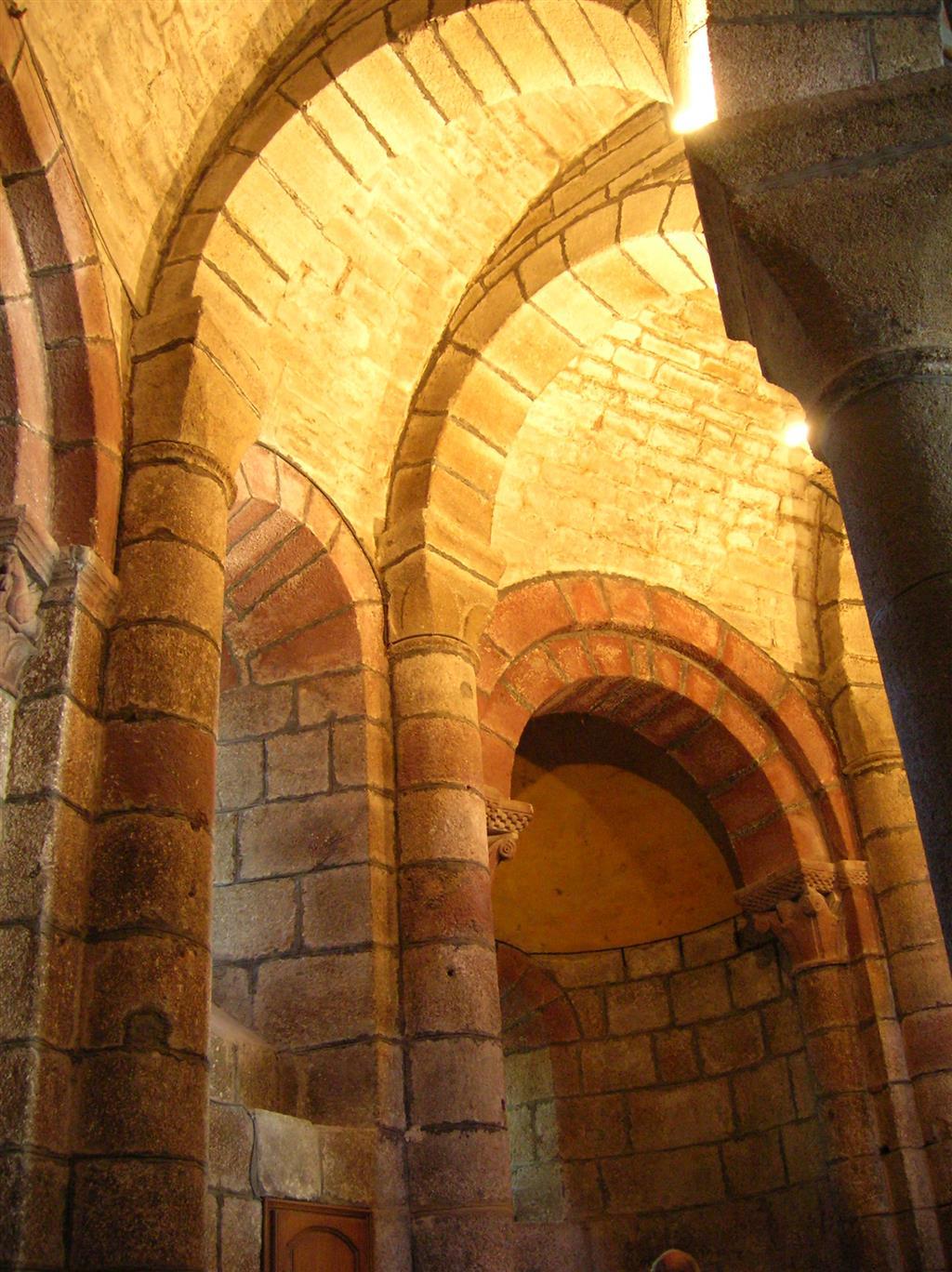 Église romane Saint-Pierre – Saint-Michel, Saint-Urcize-6