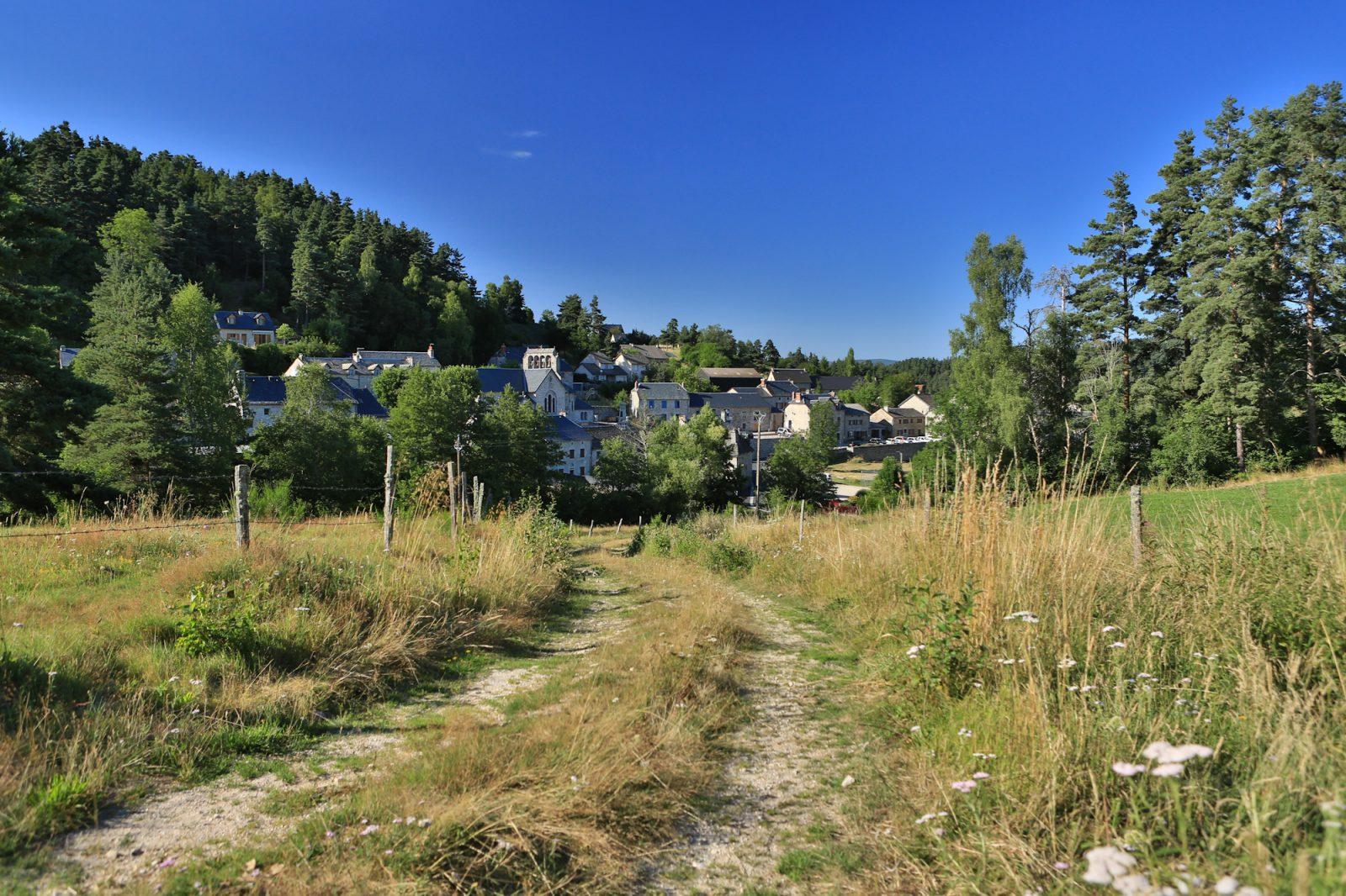 Saint-Just, village typique de Margeride-7