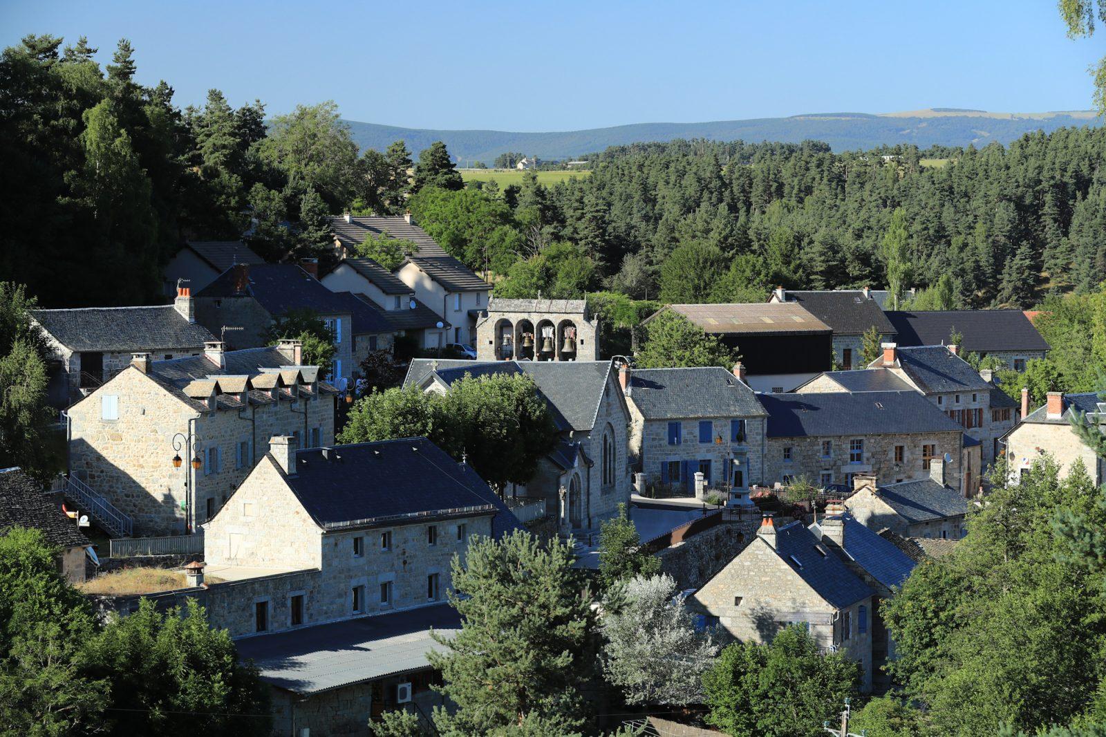 Saint-Just, village typique de Margeride-3