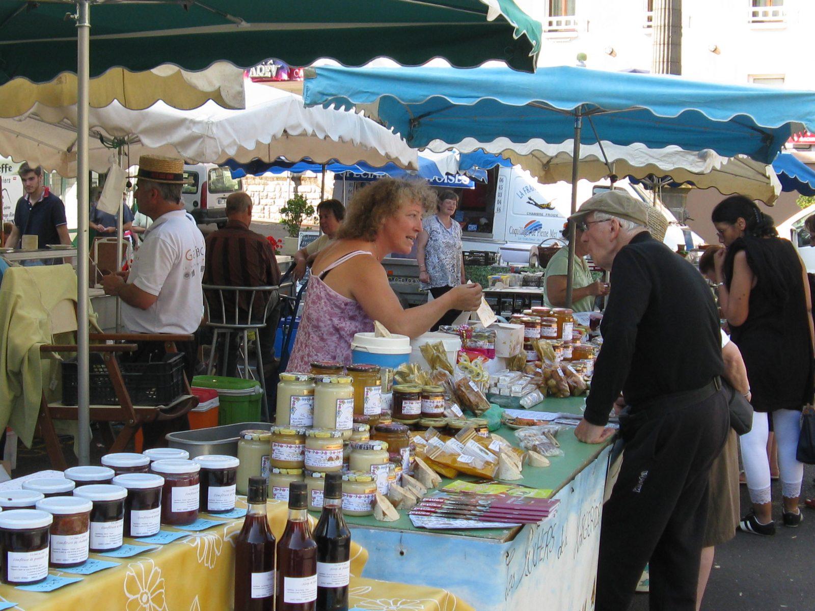 Marché de producteurs de Chaudes-Aigues-2