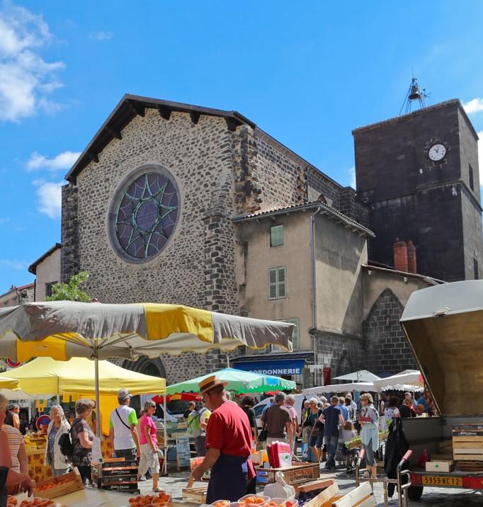 Marché traditionnel de Saint-Flour-1