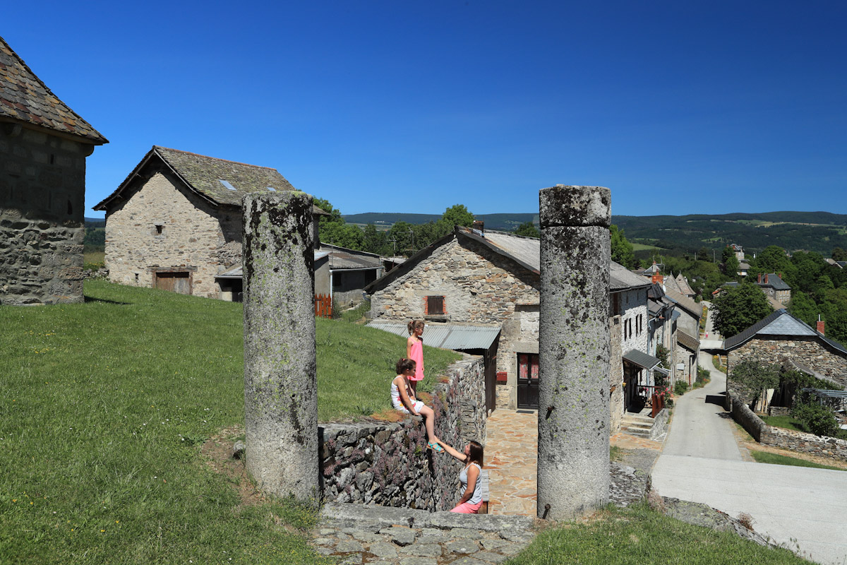 Village de Chaliers, dominant la Truyère-9